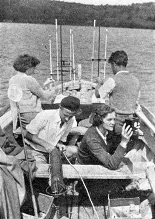 Kemijski laboratorij na čamcu tijekom istraživanja 1951. (foto: Arhiv NPPJ)