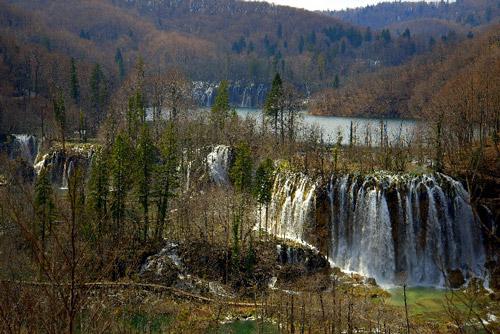 Un segment du système des cascades des lacs supérieurs (photo: Archives du Parc national des lacs de Plitvice)