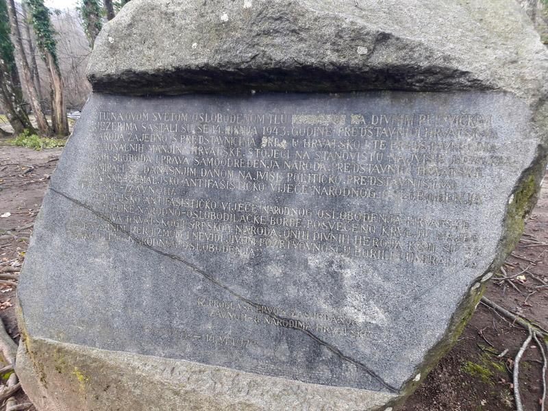 Slika 20. Spomeniku na Prvo zasjedanje ZAVNOH-a na Labudovcu