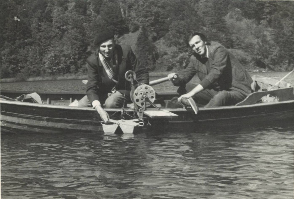 Slika 26. Aleksandar Brnek Kostić (lijevo) na jednom od terenskih istraživanja na jezeru